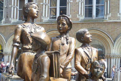"Bronzestatue ""Kindertransporte"" in London"